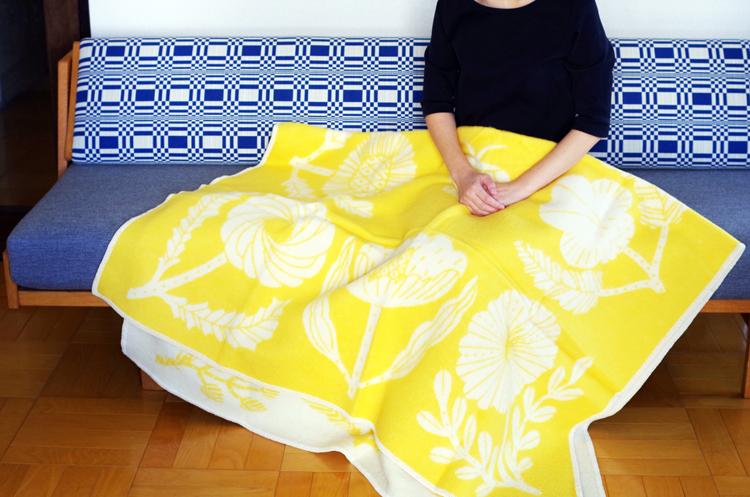 LapK_VillikukkaWoolBlktL_YellowWhite